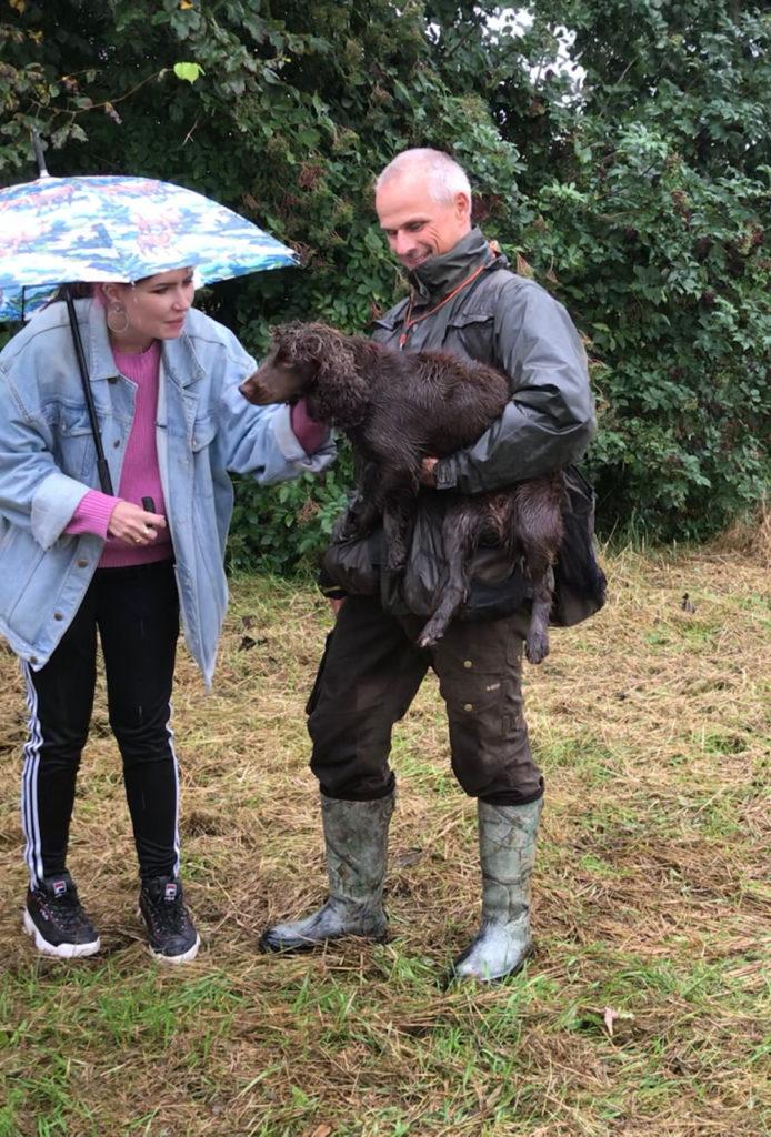 通訳のラウラさん(左)と、ヘンリックさん(右)とミーヤちゃん。雨の中でもお構いなし!デンマークでは人も雨を気にしない!!傘を使う人が少なく感じました。