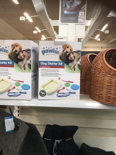 デンマークで販売されている「子犬のスターターキット」このセット内容も日本とはニーズの違いを感じます。ベッド、リード、様々なおもちゃ。日本だと、トイレやにが~いスプレーが付くかも
