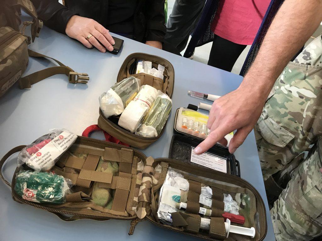 ランチ休憩中に、アフガニスタンで使用した装備品を見せて下さいました。